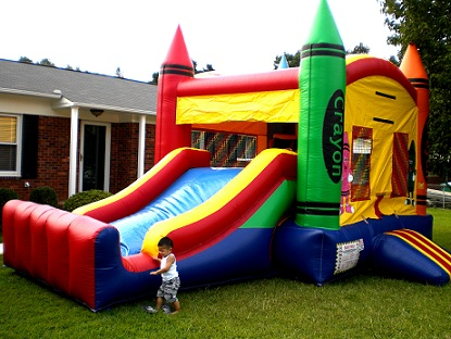 inflatable bounce house / slide